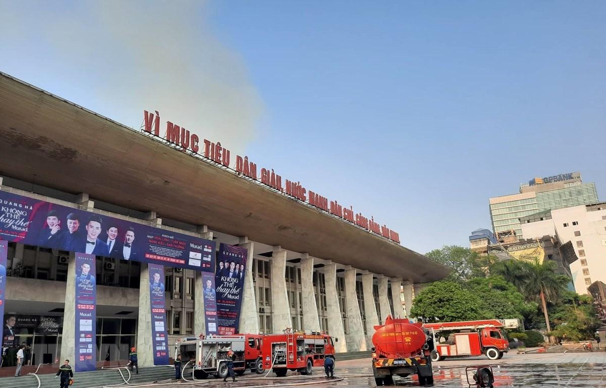 Lực lượng phòng cháy chữa cháy tại Cung Văn hóa Lao động Hữu nghị Việt-Xô. (Ảnh: Doãn Tấn/TTXVN)