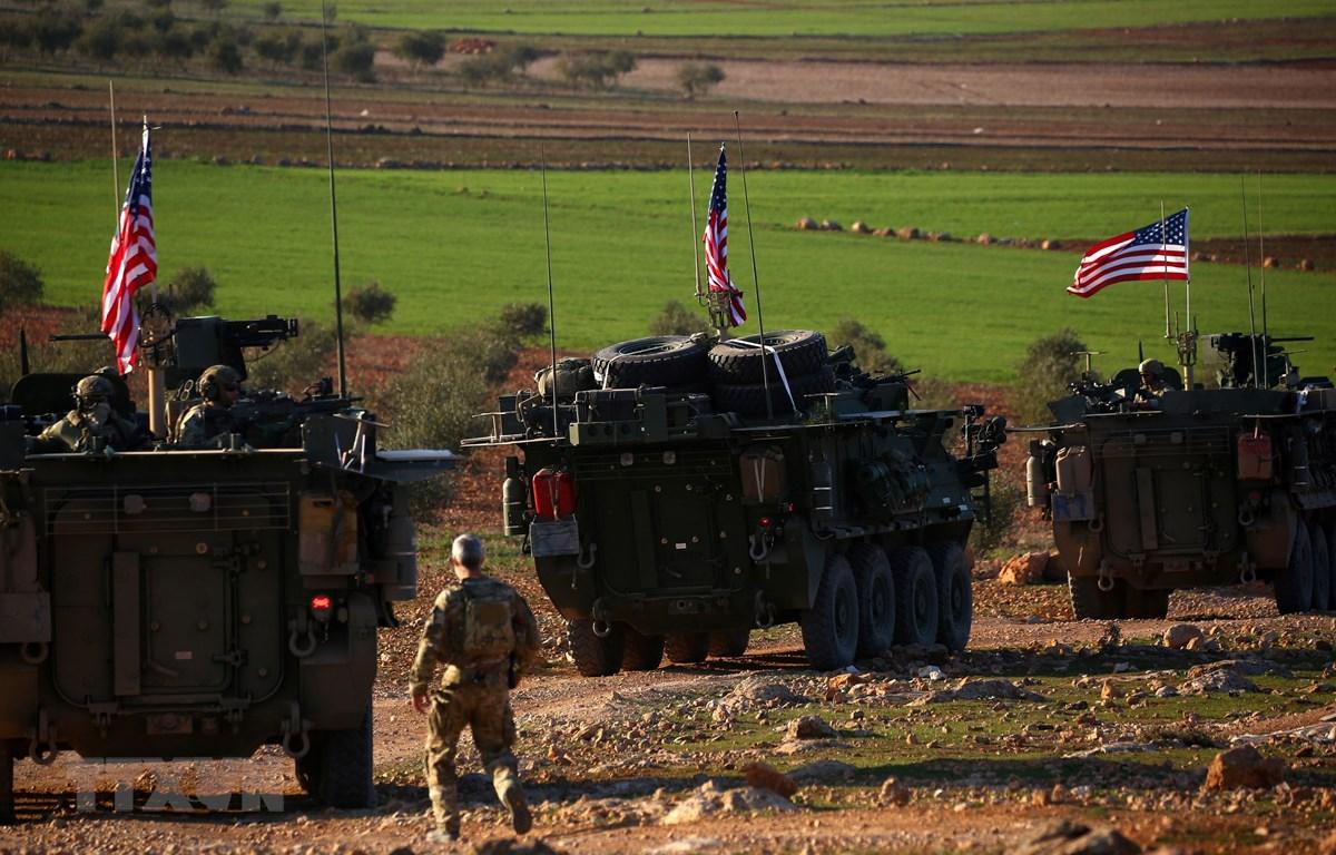 Ảnh tư liệu: Đoàn xe quân sự Mỹ ở gần làng Yalanli, ngoại ô phía tây thành phố Manbij, Syria. (Nguồn: AFP/TTXVN)