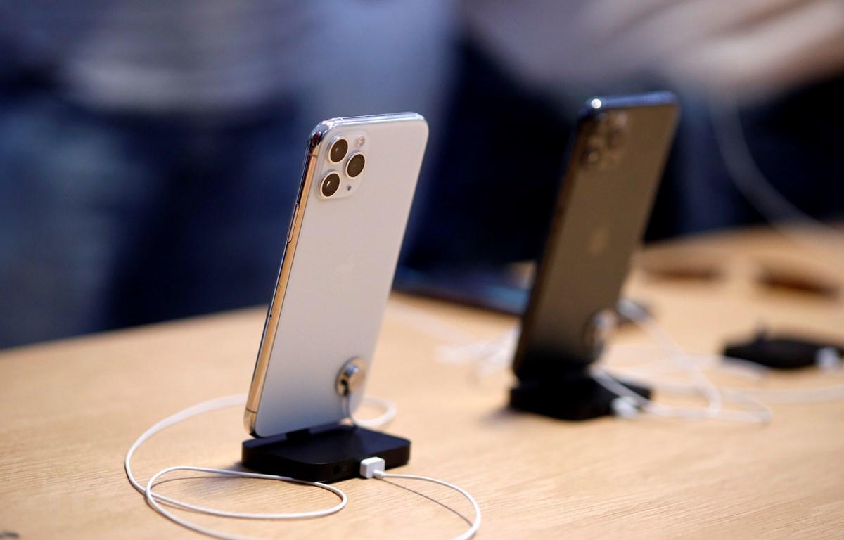 Mẫu điện thoại iPhone 11 Pro của Apple được trưng bày tại cửa hàng ở New York, Mỹ, ngày 21/9/2019. (Nguồn: THX/ TTXVN)