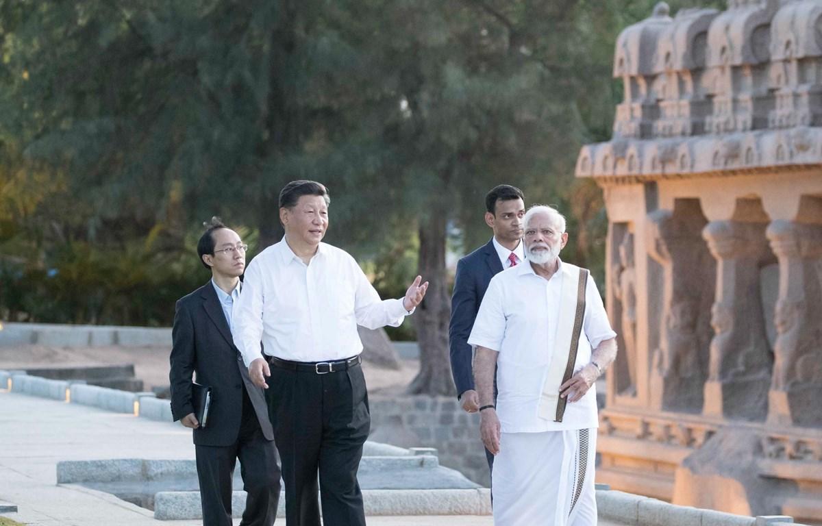 Thủ tướng Ấn Độ Narendra Modi (phải) và Chủ tịch Trung Quốc Tập Cận Bình (trái) tại cuộc gặp ở Chennai, Ấn Độ, ngày 11/10. (Nguồn: THX/TTXVN)