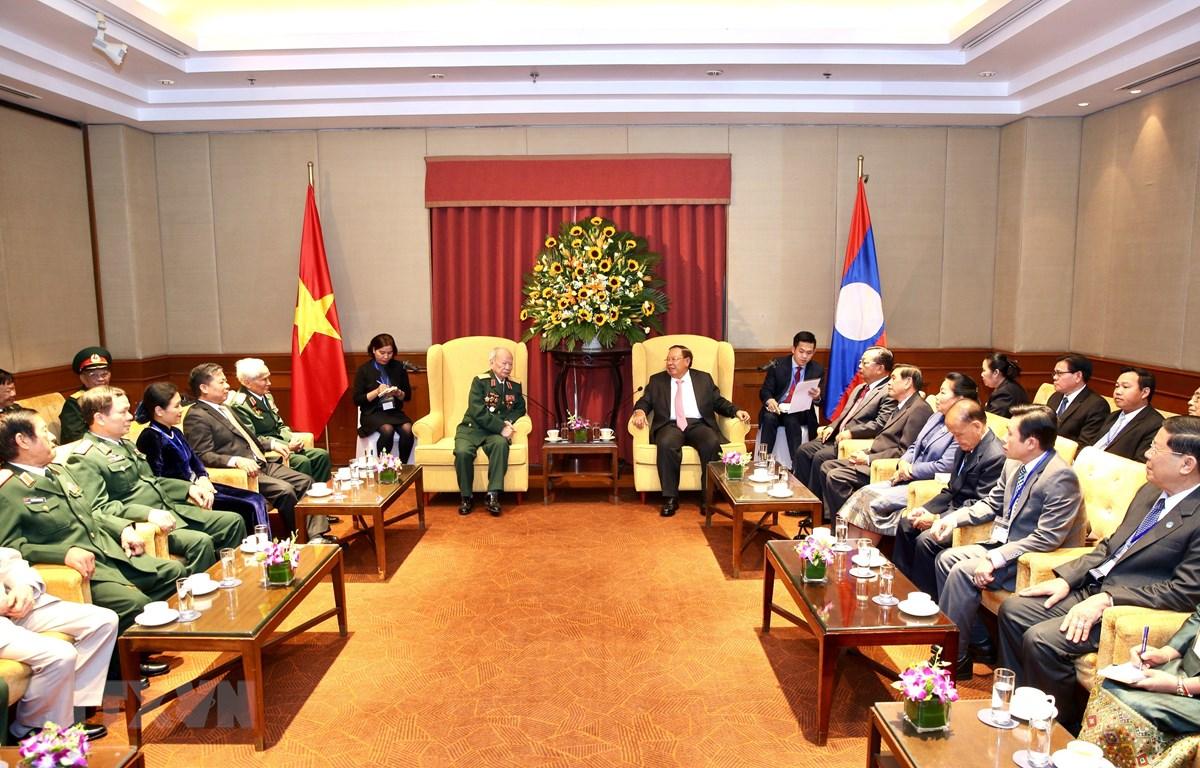 Tổng Bí thư, Chủ tịch nước Lào Bounnhang Vorachith tiếp các đại biểu. (Ảnh: Dương Giang/TTXVN)