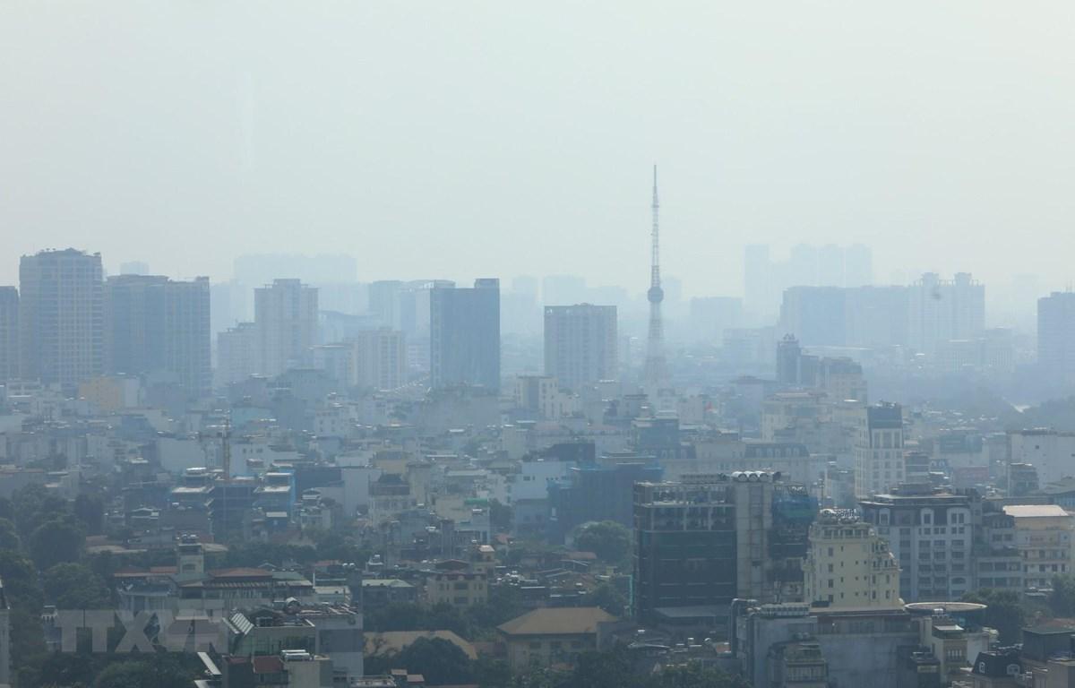 Hiện tượng bụi mịn, sương mù quang học gây ô nhiễm không khí ở Hà Nội lại có xu hướng trở lại. (Ảnh: Thành Đạt/TTXVN)