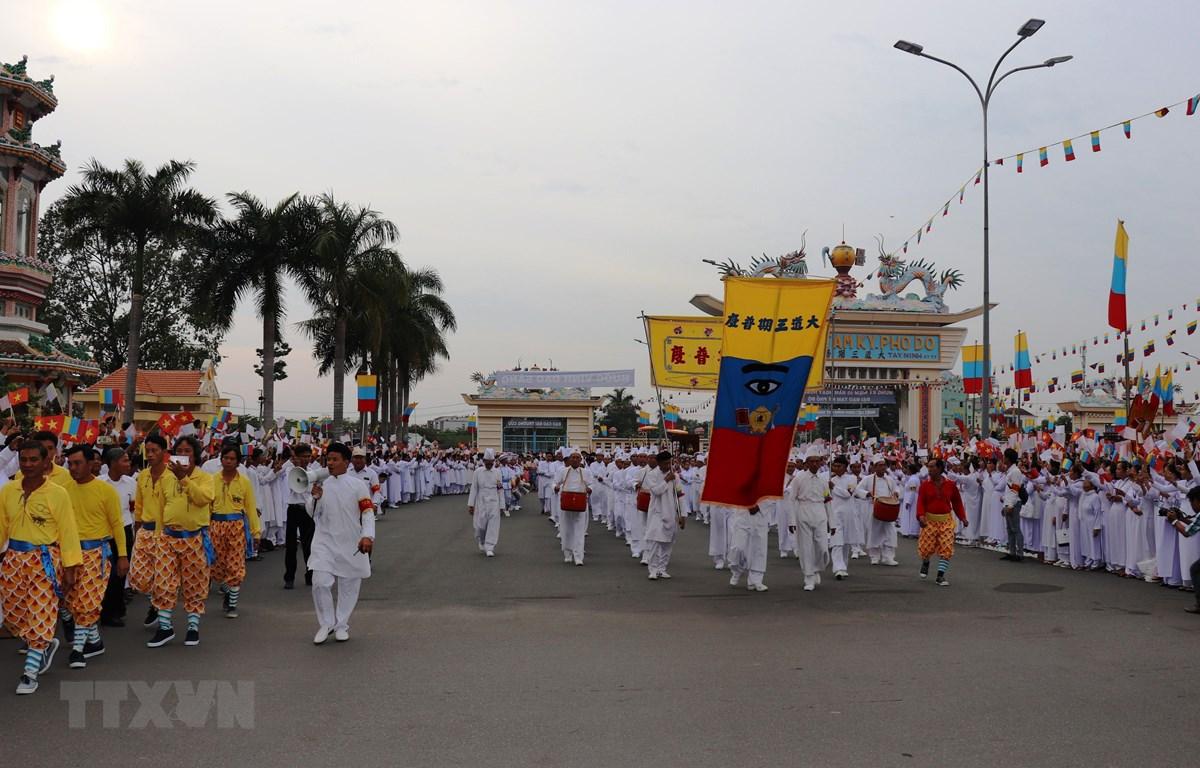 Lễ kỷ niệm 95 năm hoằng khai Đại Đạo Tam Kỳ Phổ Độ tại Tòa Thánh Cao Đài Tây Ninh. (Ảnh: Lê Đức Hoảnh/ TTXVN)