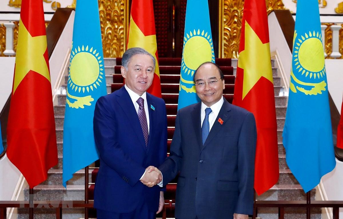 Thủ tướng Nguyễn Xuân Phúc tiếp Ngài Nurlan Nigmatulin, Chủ tịch Hạ viện Cộng hòa Kazakhstan đang thăm chính thức Việt Nam. (Ảnh: Thống Nhất/TTXVN)