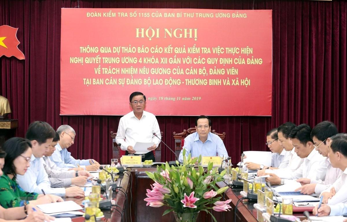 Ông Trần Cẩm Tú, Bí thư Trung ương Đảng, Chủ nhiệm Ủy ban Kiểm tra Trung ương, Trưởng đoàn kiểm tra phát biểu chỉ đạo hội nghị. (Ảnh: Anh Tuấn/TTXVN)