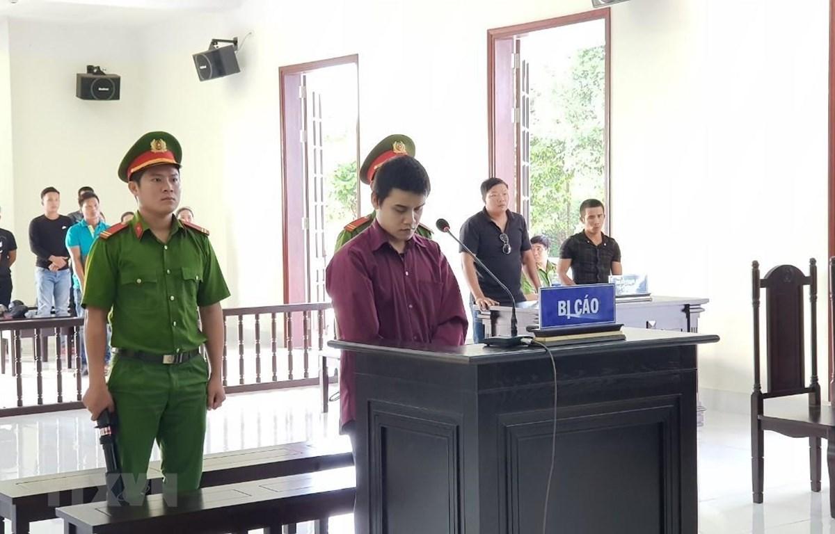 Bị cáo Đoàn tại phiên tại tòa. (Ảnh: Đậu Tất Thành/TTXVN)
