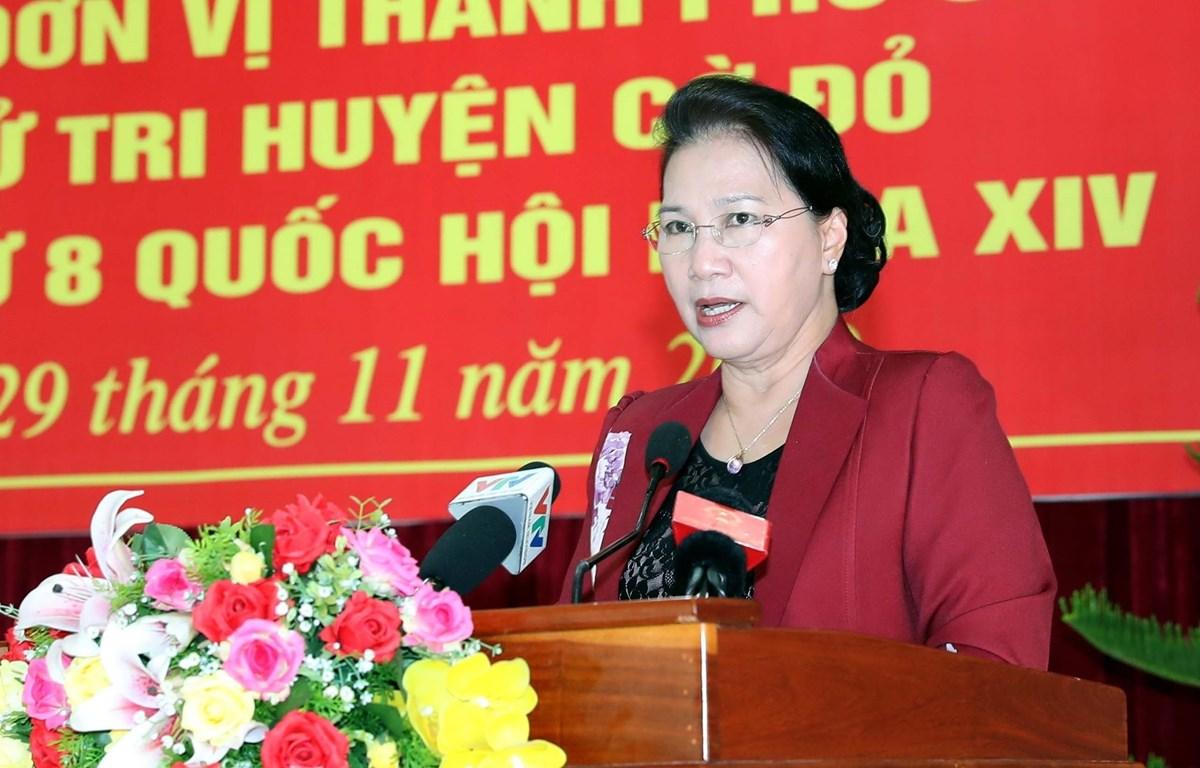 Chủ tịch Quốc hội Nguyễn Thị Kim Ngân phát biểu tại buổi tiếp xúc. (Ảnh: Trọng Đức/TTXVN)