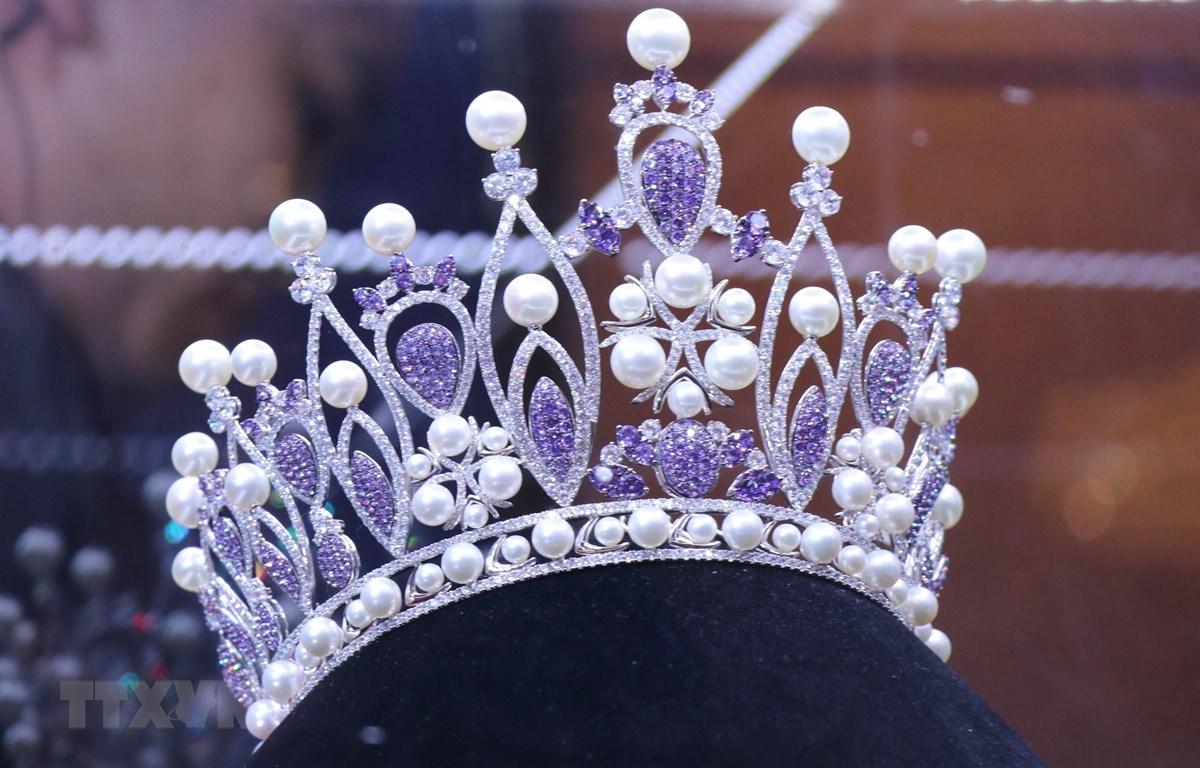 Chiếc vương miện danh giá dành cho tân Hoa hậu của cuộc thi 2019 mang tên Brave Heart - Trái tim dũng cảm. (Ảnh: Tiên Minh/TTXVN)