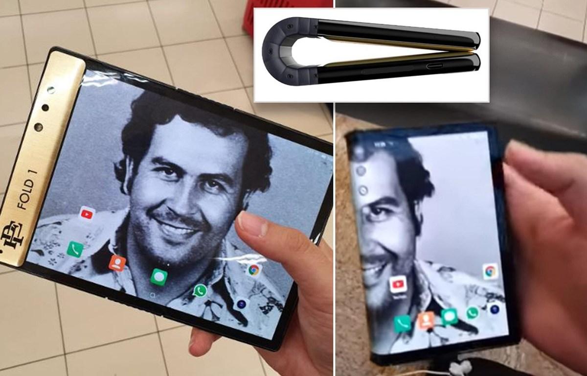 Chiếc điện thoại Escobar Fold 1 với hình nền màn hình là trùm ma túy Pablo Escobar. (Nguồn: Escobar Inc.)