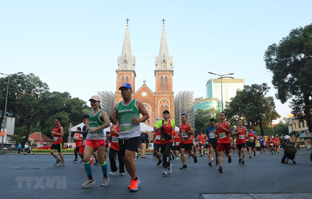 Các vận động viên dự Giải Marathon Quốc tế Thành phố Hồ Chí Minh Techcombank lần thứ 3 năm 2019. (Ảnh: Thanh Vũ/TTXVN)
