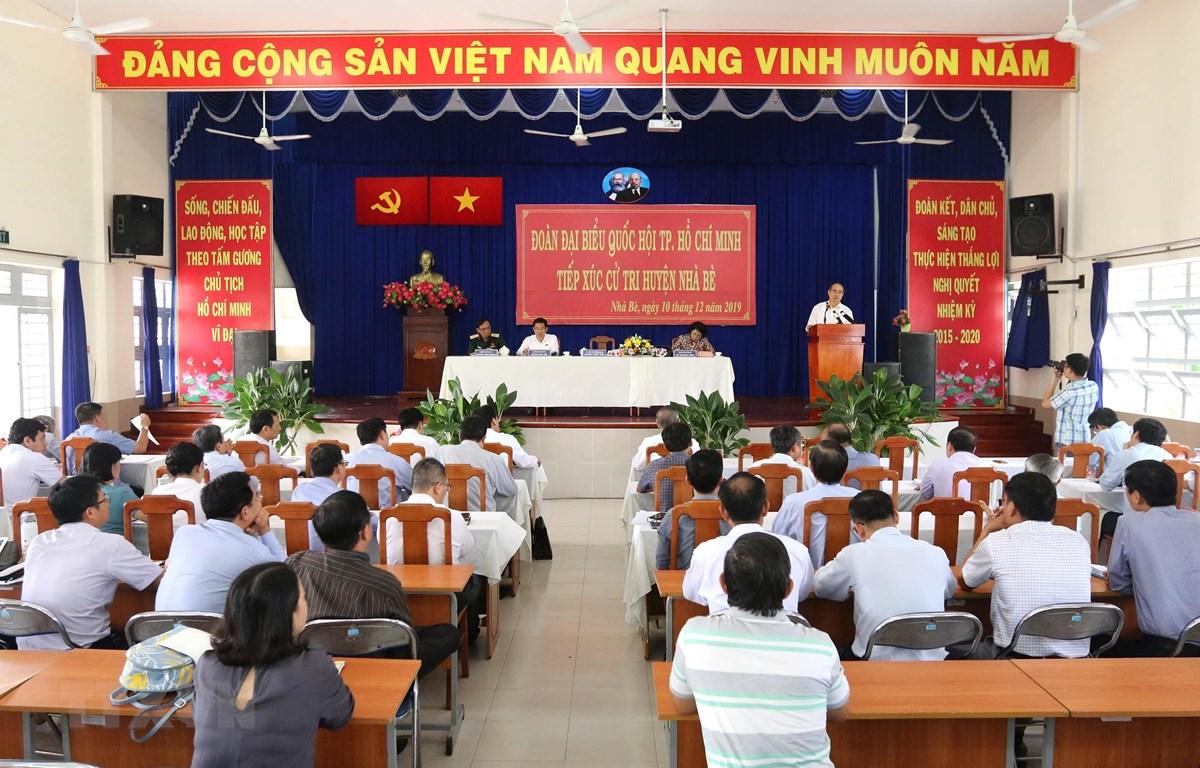Quang cảnh buổi tiếp xúc cử tri huyện Nhà Bè. (Ảnh: Thanh Vũ/TTXVN)