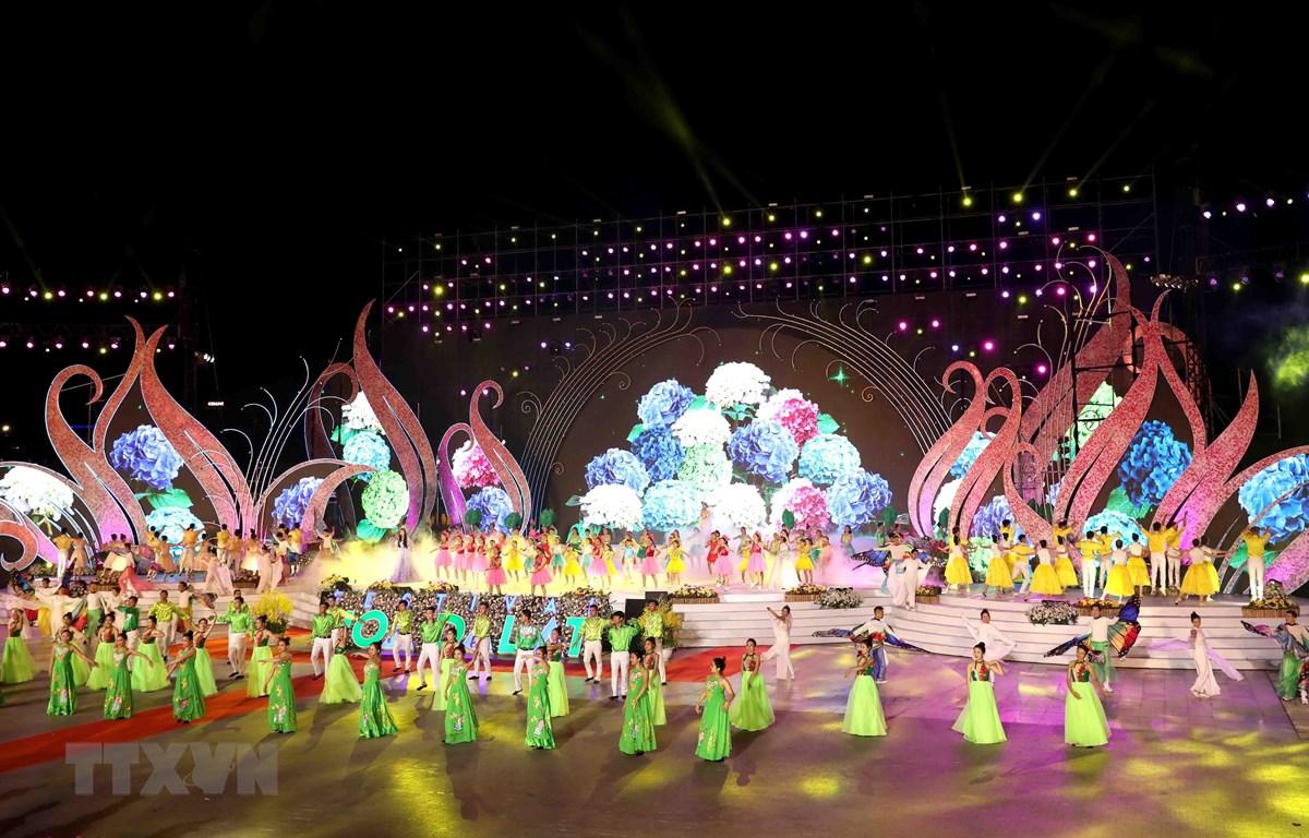 Các tiết mục nghệ thuật đặc sắc trong đêm khai mạc lễ hội. (Ảnh: Nhật Anh/TTXVN)