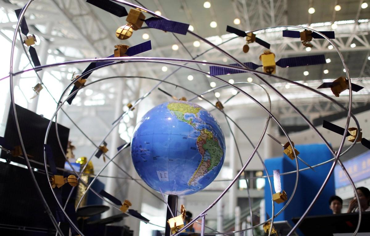Một mô hình của hệ thống vệ tinh dẫn đường BeiDou được trưng bày tại một triển lãm ở phía nam tỉnh Hồ Nam của Trung Quốc vào tháng Tư. (Nguồn: Reuters)
