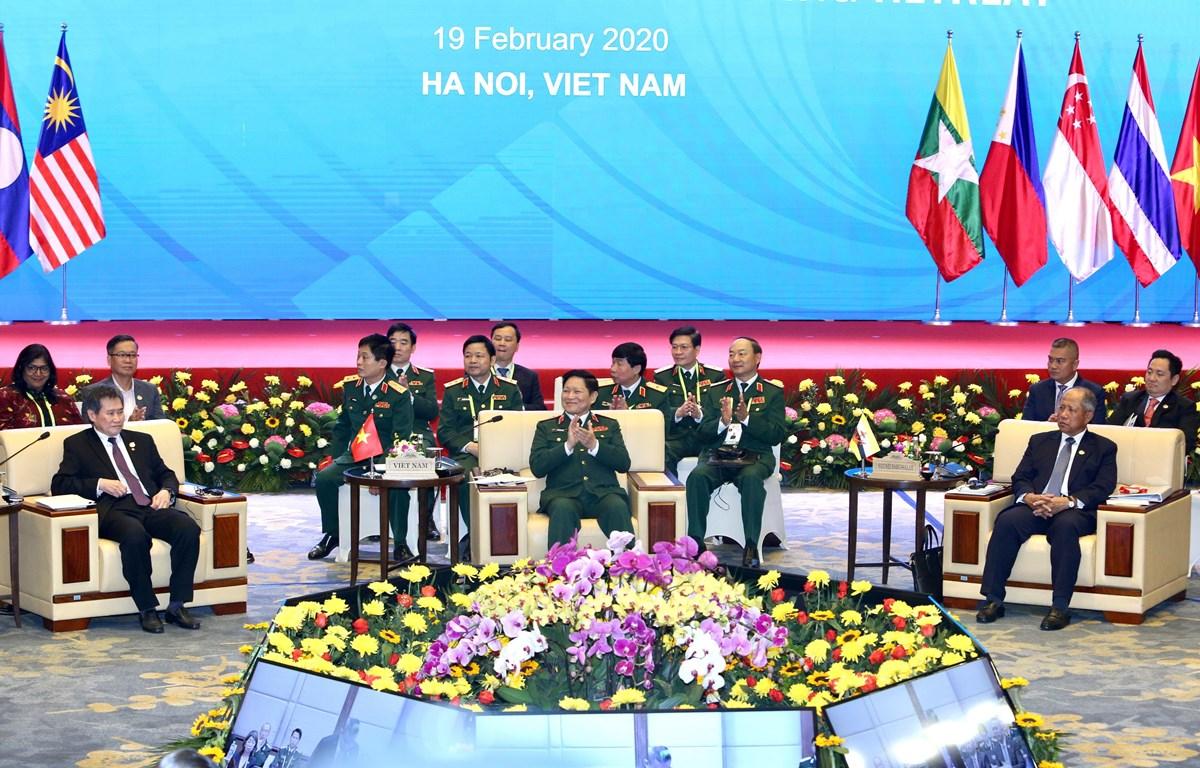 Đại tướng Ngô Xuân Lịch, Ủy viên Bộ Chính trị, Phó Bí thư Quân uỷ Trung ương, Bộ trưởng Bộ Quốc phòng Việt Nam phát biểu khai mạc. (Ảnh: Dương Giang/TTXVN)