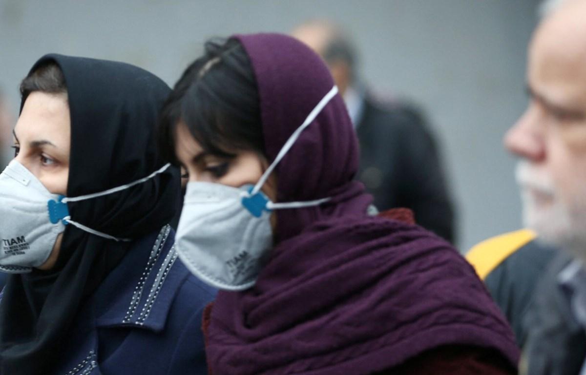 Người dân Iran đeo khẩu trang tại địa điểm công cộng. (Nguồn: AFP)
