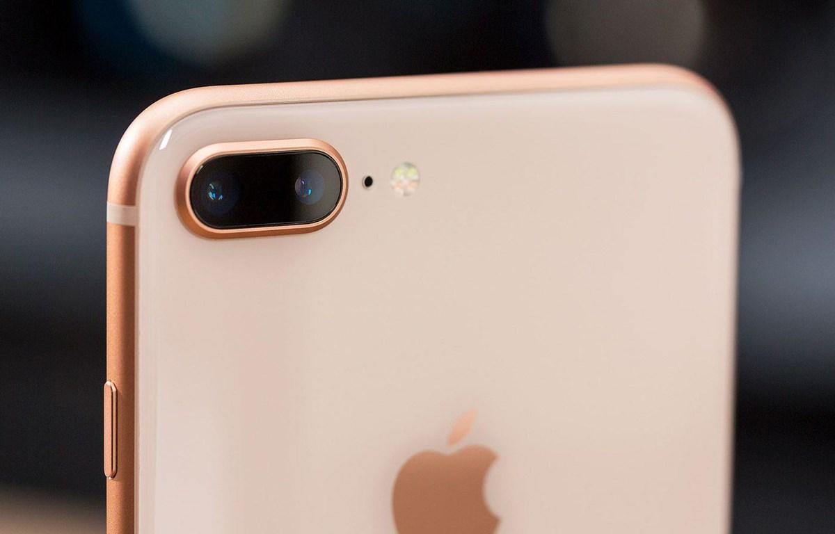 Mẫu iPhone 5,5inch mới được cho là sẽ có kiểu dáng giống iPhone 8Plus. (Nguồn: The Verge)