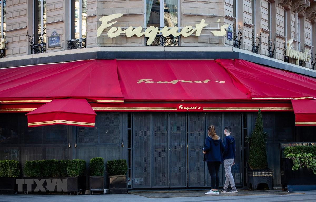 Một nhà hàng đóng cửa do dịch COVID-19 tại Paris, Pháp ngày 15/3/2020. (Nguồn: THX/TTXVN)