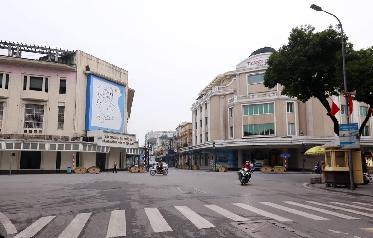 Tràng Tiền, Hà Nội vắng người ngày 20/3/2020. (Ảnh: Anh Tuấn/TTXVN)