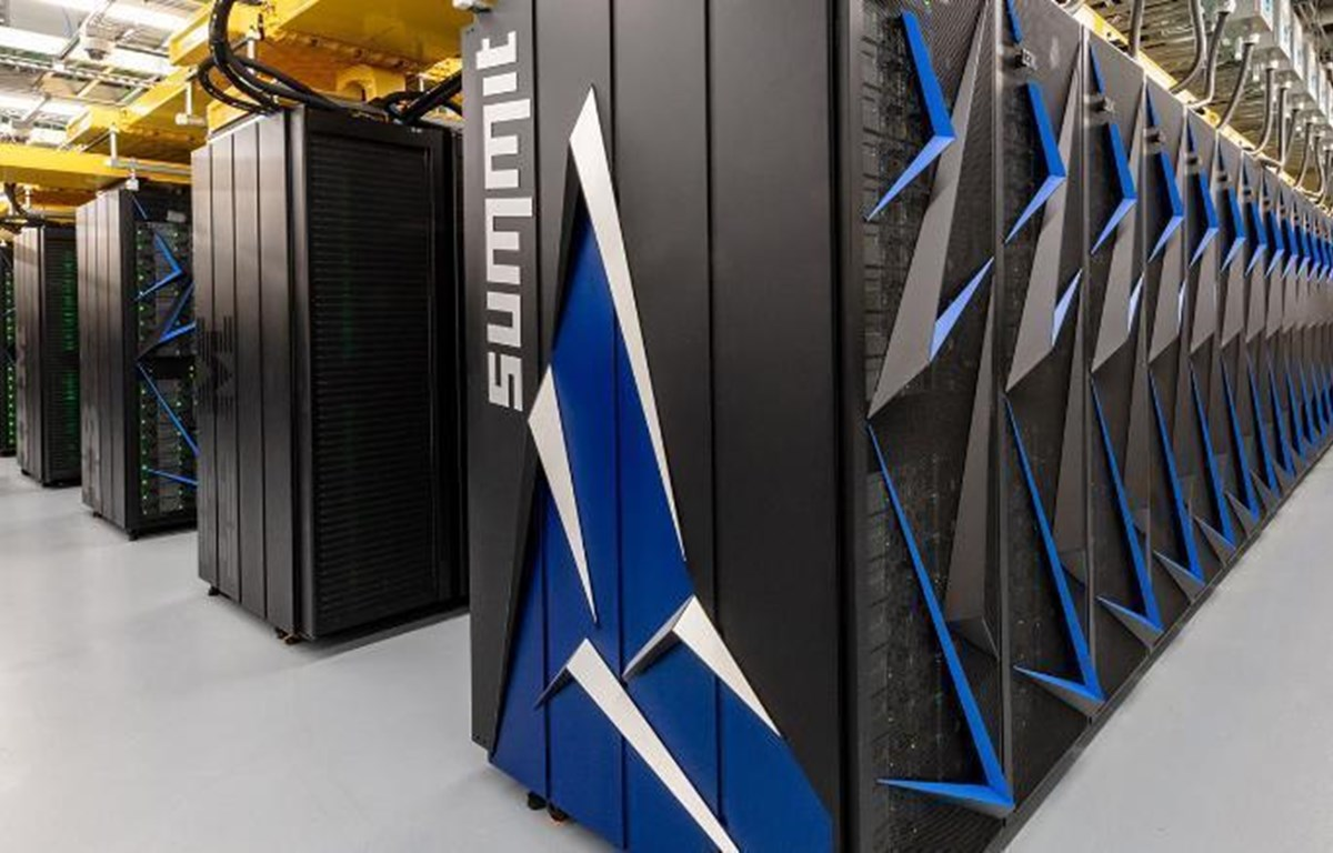 Hệ thống siêu máy tính Summit của IBM. (Nguồn: CNN)