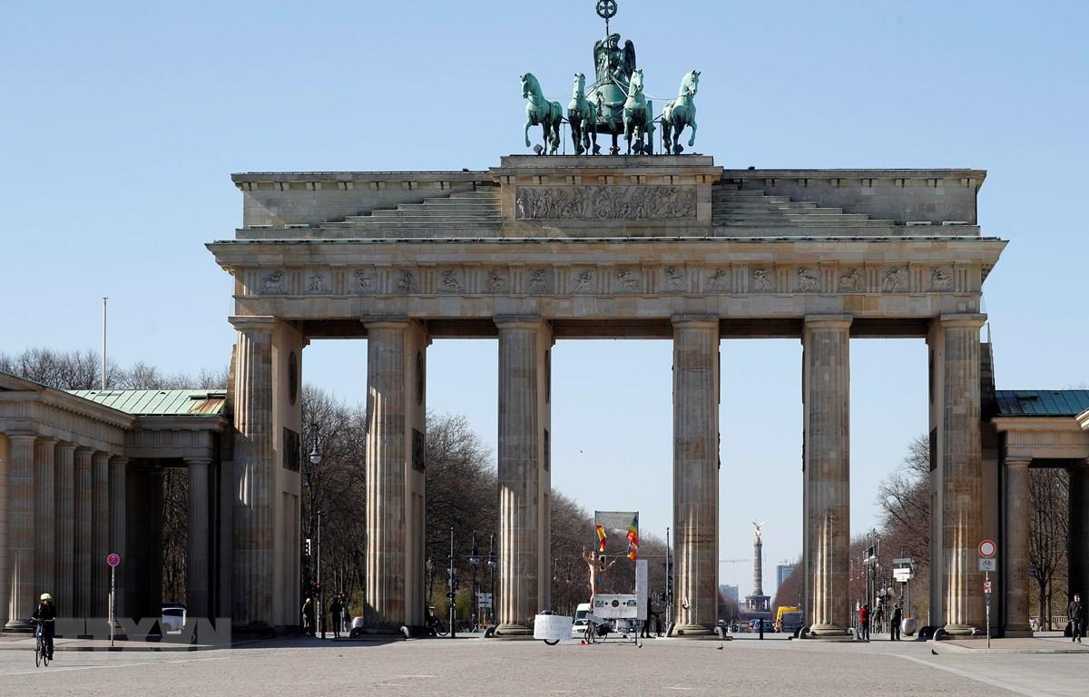 Cảnh vắng vẻ tại Cổng Brandenburg ở Berlin, Đức, ngày 23/3/2020 trong bối cảnh dịch COVID-19 lan rộng. (Nguồn: AFP/TTXVN)