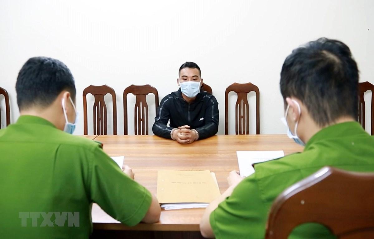 Đối tượng Đào Xuân Anh tại cơ quan Công an huyện Tiên Yên. (Ảnh: Văn Đức/TTXVN)