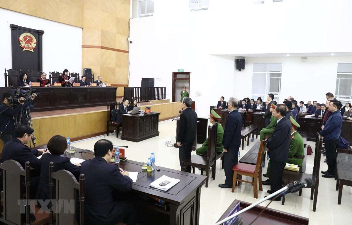 Hội đồng xét xử sơ thẩm tuyên án vụ MobiFone mua AVG, ngày 28/12/2019. (Ảnh: Văn Điệp/TTXVN)