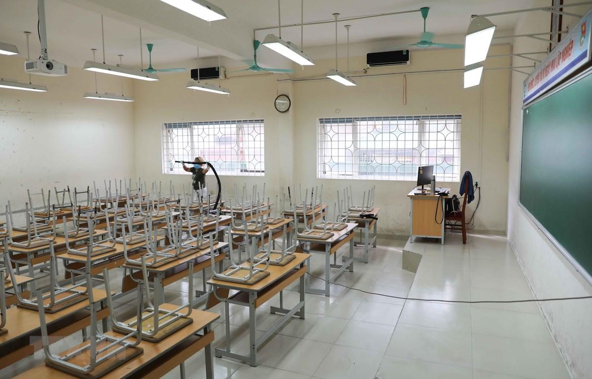 Trường Trung học phổ thông Nguyễn Gia Thiều, quận Long Biên hoàn thành vệ sinh, khử khuẩn và các công tác chuẩn bị khác, sẵn sàng đón học sinh trở lại trường từ 4/5. (Ảnh: Thanh Tùng/TTXVN)