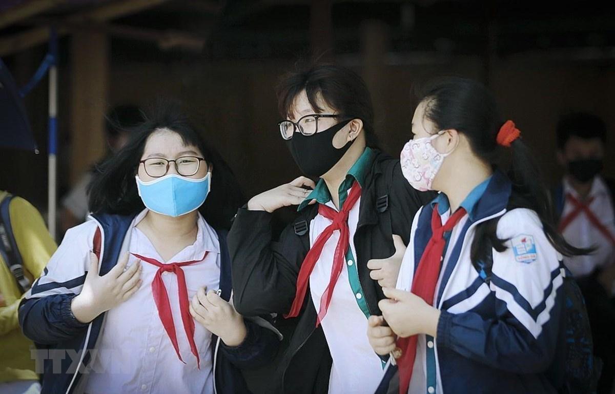 Niềm vui của các em học sinh trường Trung học cơ sở Sông Đà (tỉnh Hòa Bình) trong ngày đi học trở lại. (Ảnh: Trọng Đạt/TTXVN)