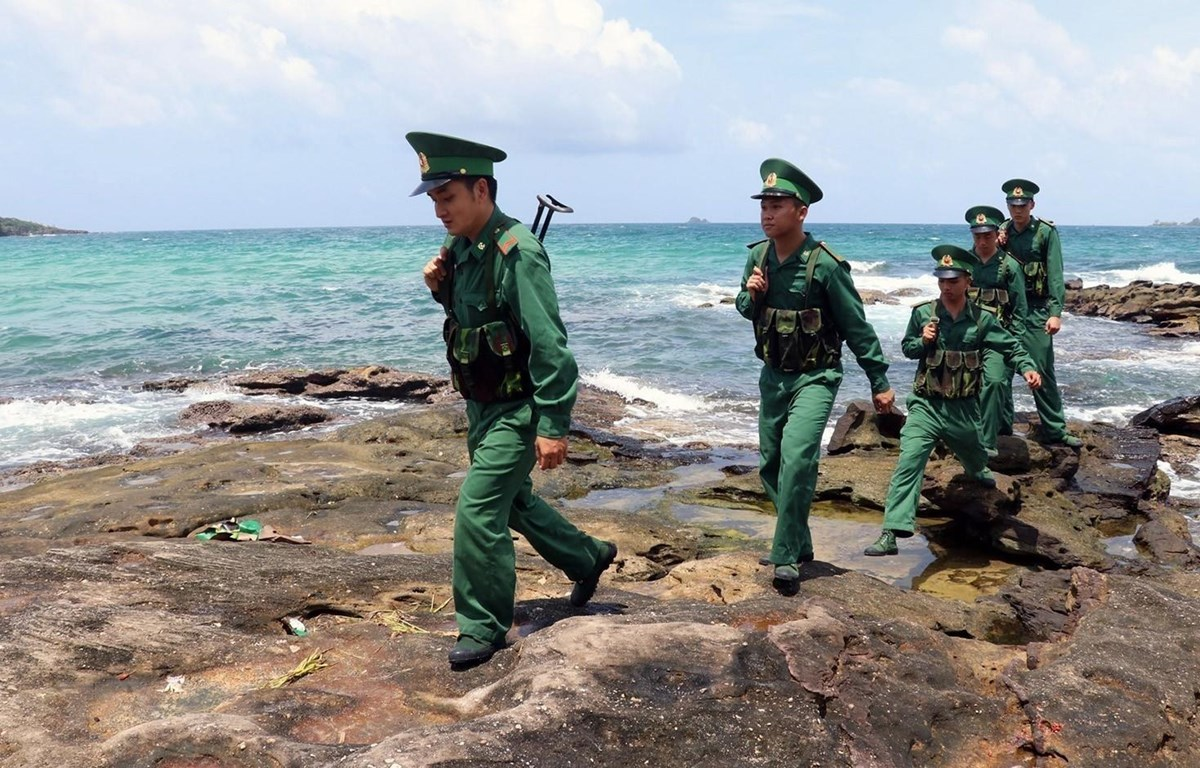 Chiến sỹ Đồn Biên phòng Gành Dầu (Kiên Giang) tuần tra khu vực đảo Phú Quốc. Ảnh minh họa. (Ảnh: Lê Huy Hải/TTXVN)