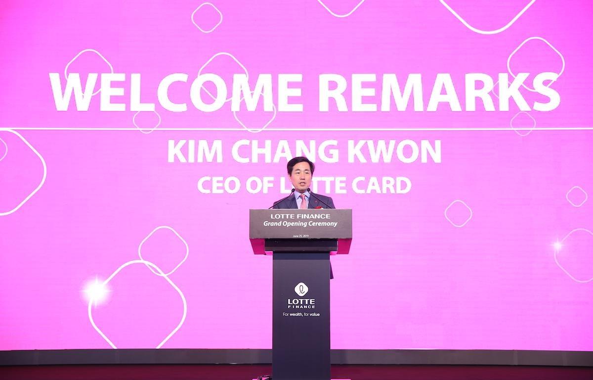 Ông Kim Chang Kwon, Tổng Giám đốc LOTTE Card, công ty mẹ của LOTTE Finance phát biểu tại buổi ra mắt ngày 25/6. (Ảnh: CTV/Vietnam+)