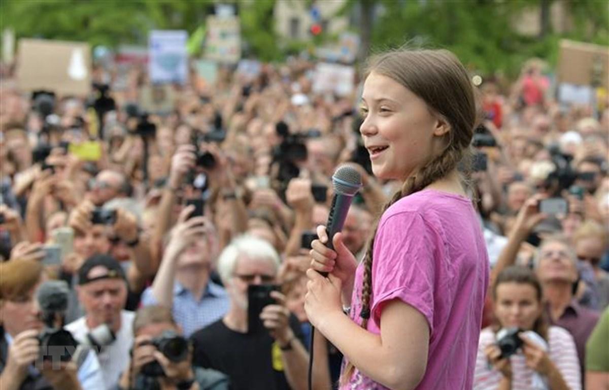 """Nữ sinh người Thụy Điển Greta Thunberg phát biểu tại sự kiện """"Những ngày Thứ Sáu vì tương lai"""" ở thủ đô Berlin, Đức, ngày 17/7. (Nguồn: AFP/TTXVN)"""