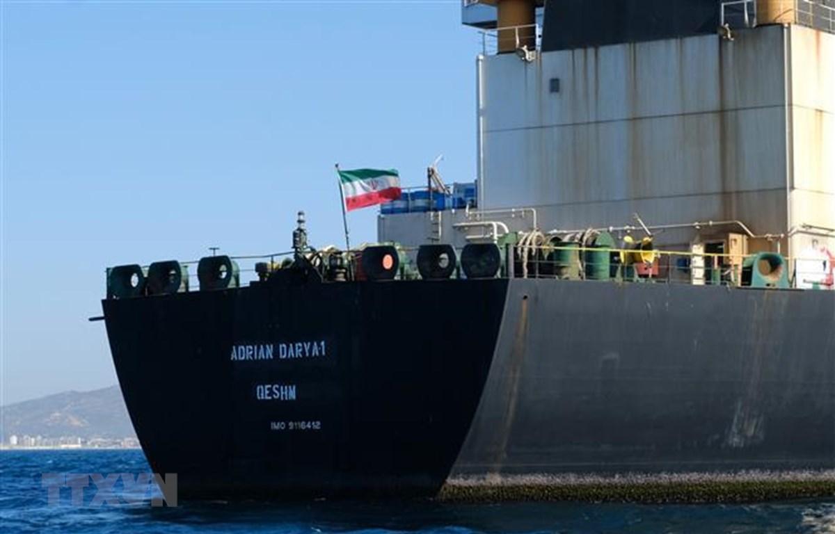 Tàu chở dầu Adrian Darya của Iran ở ngoài khơi vùng lãnh thổ Gibraltar thuộc Anh ngày 18/8/2019. (Nguồn: AFP/TTXVN)