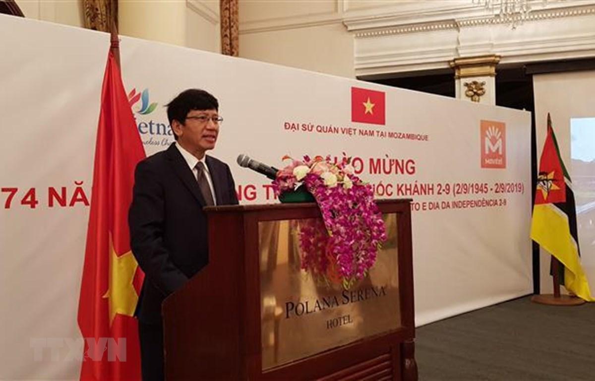 Đại sứ Việt Nam tại Mozambique Lê Huy Hoàng phát biểu khai mạc buổi lễ. (Nguồn: Đình Lượng - TTXVN/Vietnam+)