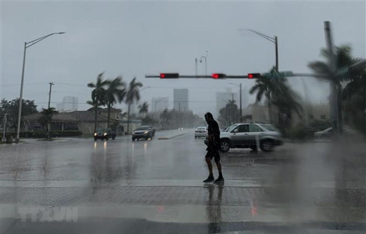 Bão Dorian đổ bộ gây mưa lớn tại Fort Lauderdale, bang Florida, Mỹ ngày 2/9/2019. (Nguồn: AFP/TTXVN)