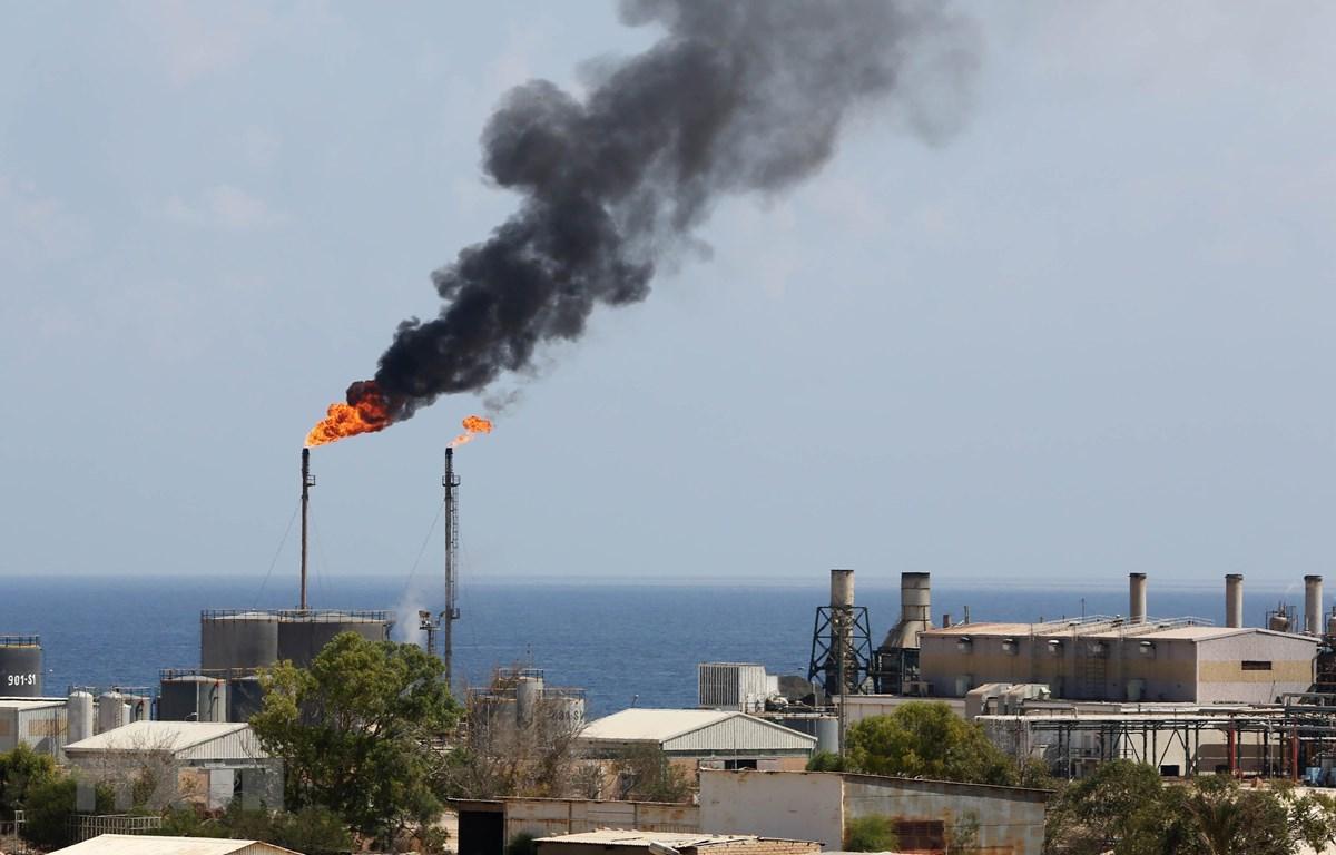 Trong ảnh: Một cơ sở khai thác dầu. (Nguồn: AFP/TTXVN)