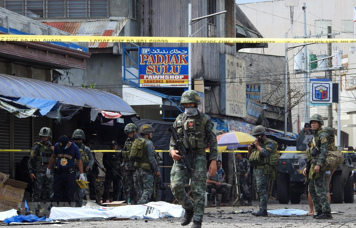 Trong ảnh (tư liệu): Cảnh sát và binh sĩ phong tỏa hiện trường một vụ đánh bom ở Jolo, tỉnh Sulu, Philippines, ngày 27/1/2019. (Nguồn: AFP/ TTXVN)