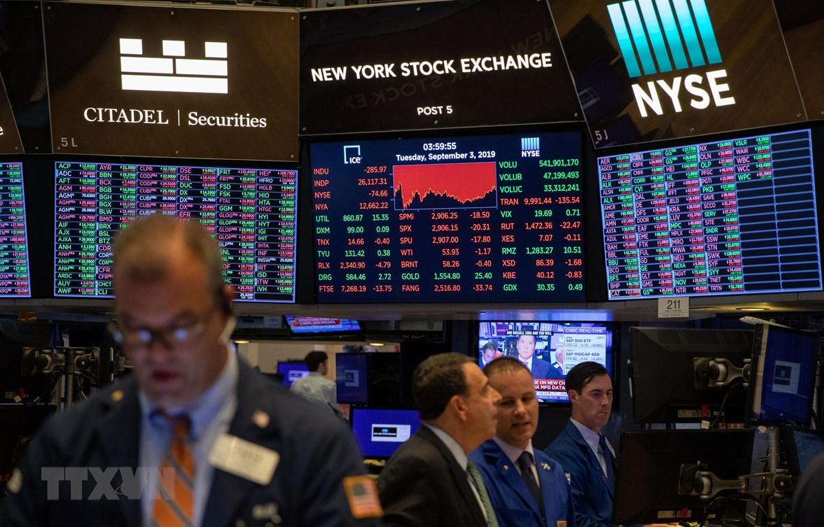 Trong ảnh: Giao dịch viên làm việc tại Sàn giao dịch chứng khoán New York, Mỹ ngày 3/9/2019. (Nguồn: THX/TTXVN)