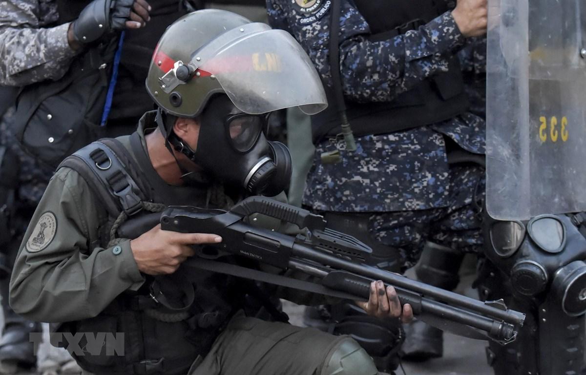 Trong ảnh: (tư liệu) Lực lượng an ninh Venezuela triển khai gần khu vực biên giới giữa Colombia và Venezuela ngày 25/2. (Nguồn: AFP/TTXVN)