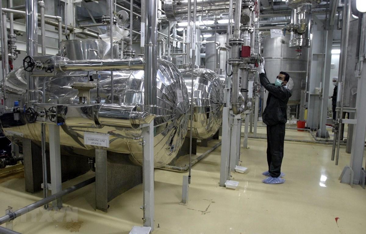 Trong ảnh (tư liệu): Kỹ thuật viên làm việc tại cơ sở làm giàu urani ở Isfahan, Iran. (Nguồn: AFP/TTXVN)