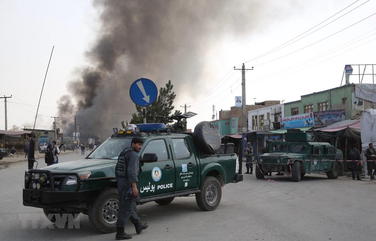 Trong ảnh: Lực lượng an ninh Afghanistan gác gần hiện trường vụ đánh bom ở thủ đô Kabul do Taliban tiến hành, khiến hơn 130 người thương vong, ngày 3/9/2019. (Nguồn: THX/TTXVN)