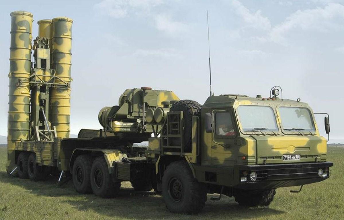 Tổ hợp tên lửa phòng không S-400 của quân đội Nga. (Nguồn: Zee News)