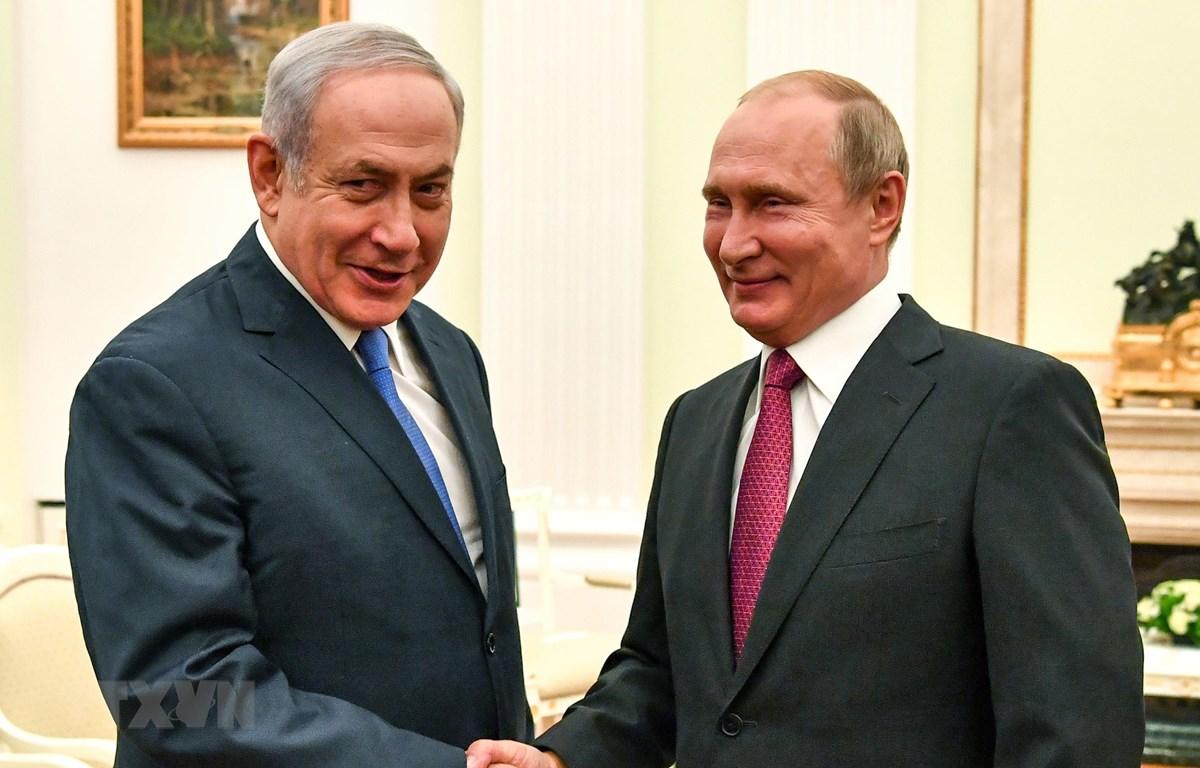 Trong ảnh: (tư liệu) Tổng thống Nga Vladimir Putin (phải) và Thủ tướng Israel Benjamin Netanyahu (trái) tại cuộc gặp ở Moskva, Nga, ngày 11/7/2018. (Nguồn: AFP/TTXVN)