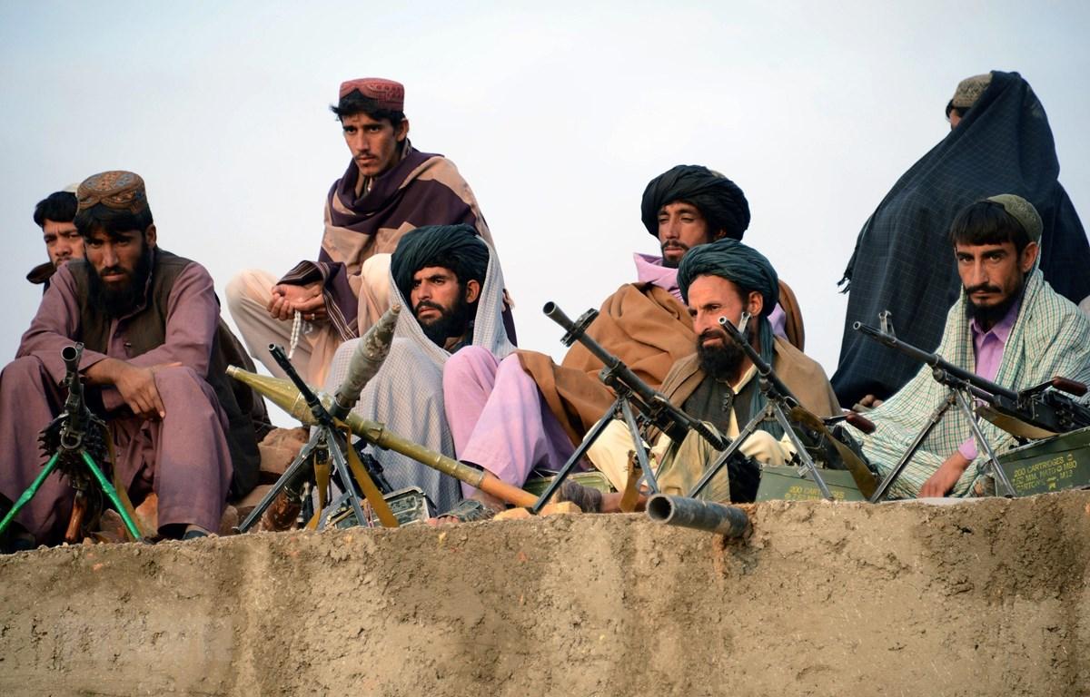 Trong ảnh: Các tay súng Taliban tại Jamshedi, tỉnh Faryab, Afghanistan. (Nguồn: AFP/TTXVN)