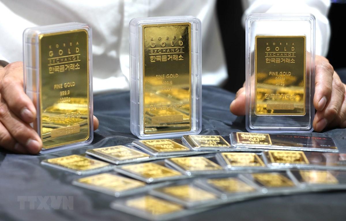 Trong ảnh: Vàng miếng được trưng bày tại sàn giao dịch ở Seoul, Hàn Quốc. (Nguồn: Yonhap/TTXVN)