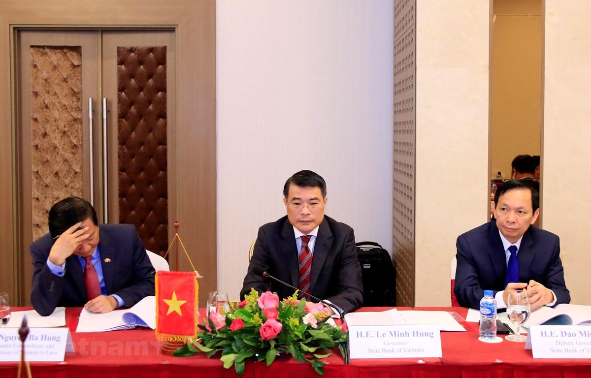 Thống đốc Ngân hàng Nhà nước Việt Nam, ông Lê Minh Hưng (giữa) cùng đoàn Việt Nam tại cuộc họp. (Ảnh: Phạm Kiên/Vietnam+)