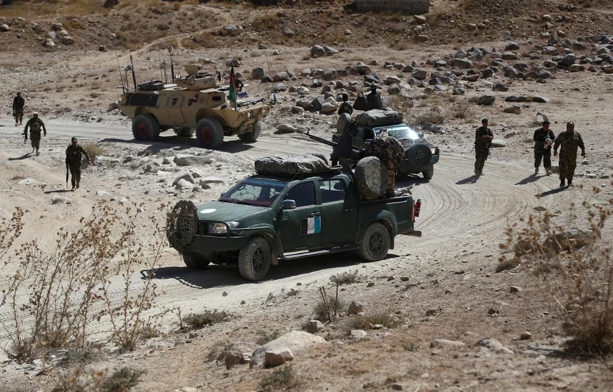 Trong ảnh (tư liệu): Lực lượng an ninh Afghanistan trong chiến dịch truy quét phiến quân Taliban tại huyện Jaghatu, tỉnh Ghazni, ngày 24/9/2017. (Nguồn: AFP/TTXVN)