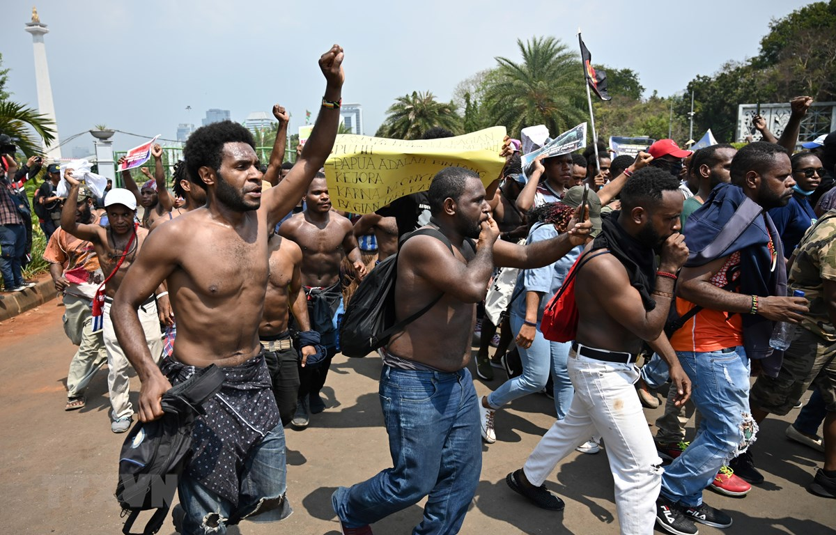 Trong ảnh: (tư liệu) Các cuộc biểu tình gây bạo loạn của sinh viên tại Jakarta, Indonesia ngày 22/8. (Nguồn: AFP/TTXVN)