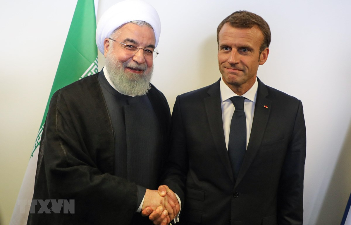 Trong ảnh: (tư liệu) Tổng thống Iran Hassan Rouhani (trái) và Tổng thống Pháp Emmanuel Macron (phải) tại cuộc gặp ở New York, Mỹ, ngày 25/9/2018. (Nguồn: AFP/TTXVN)