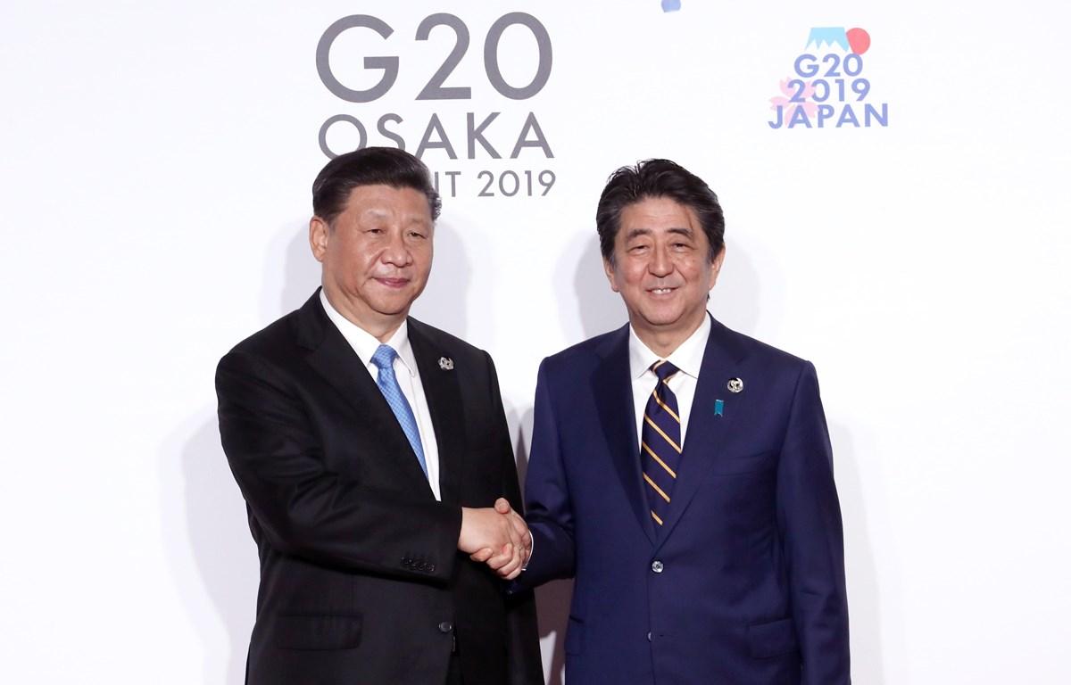 Trong ảnh: Thủ tướng Nhật Bản Shinzo Abe (phải) và Chủ tịch Trung Quốc Tập Cận Bình tại Hội nghị thượng đỉnh G20 ở Osaka ngày 28/6/2019. (Nguồn: Yonhap/TTXVN)