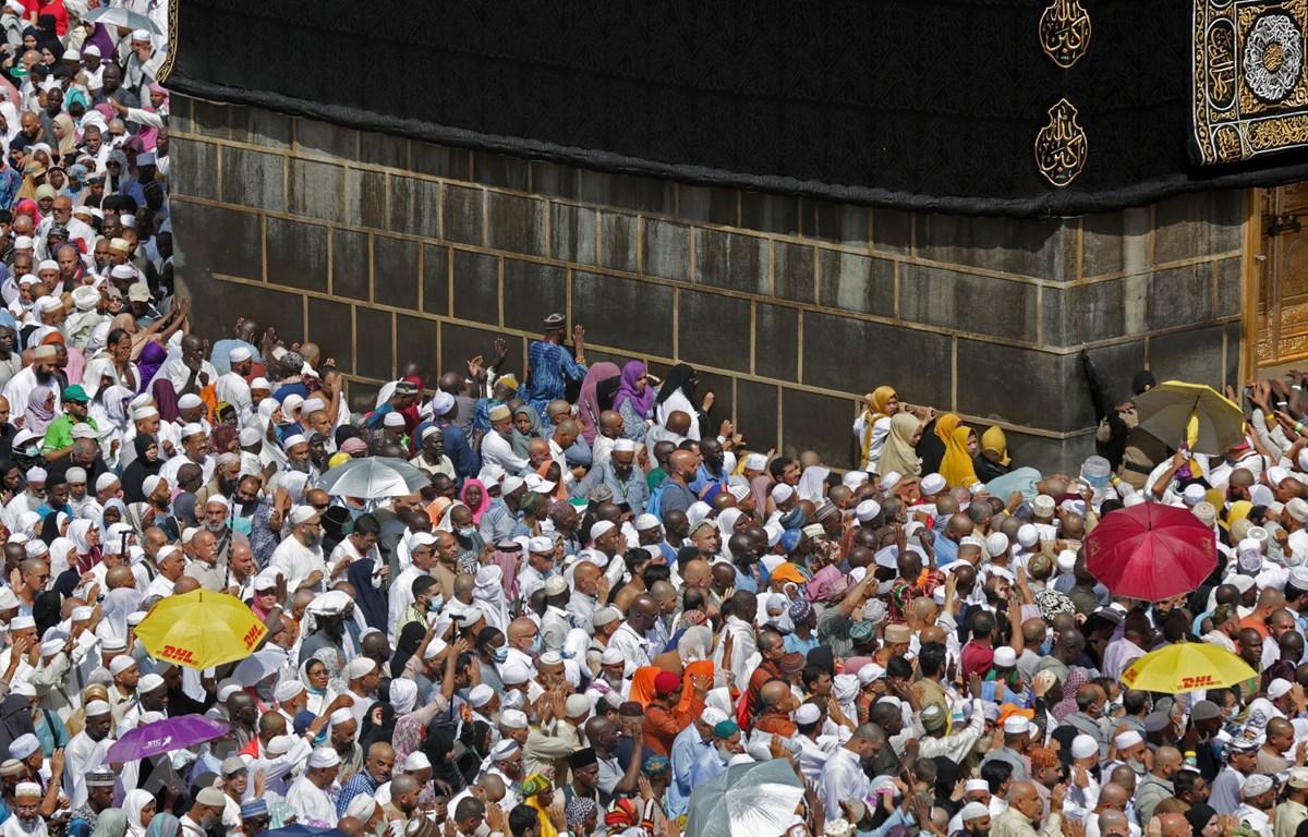 Trong ảnh: Tín đồ Hồi giáo tại Nhà thờ Lớn ở Thánh địa Mecca, ngày 13/8/2019. (Nguồn: AFP/TTXVN)